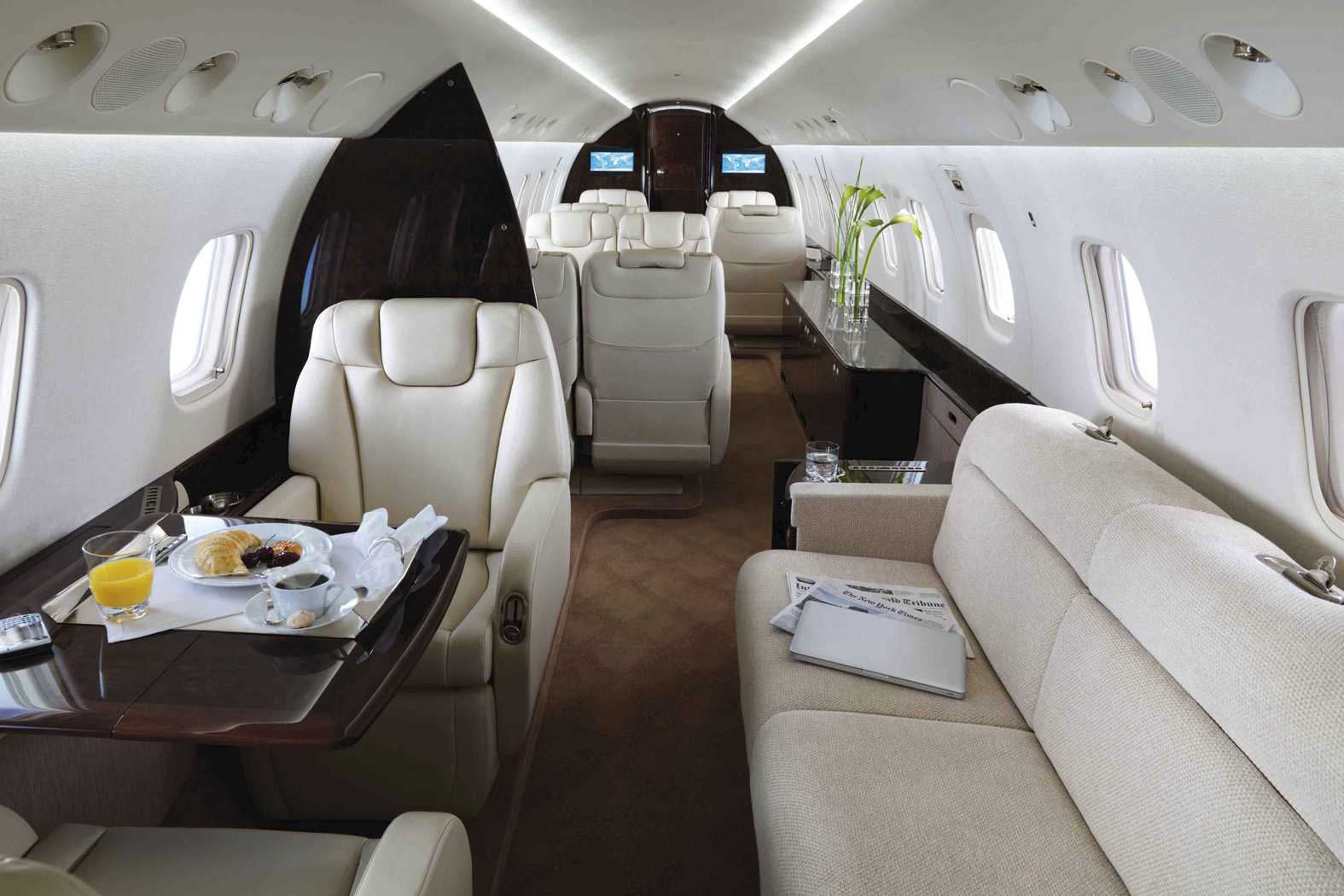 Interior of EMBRAER LEGACY 600 650