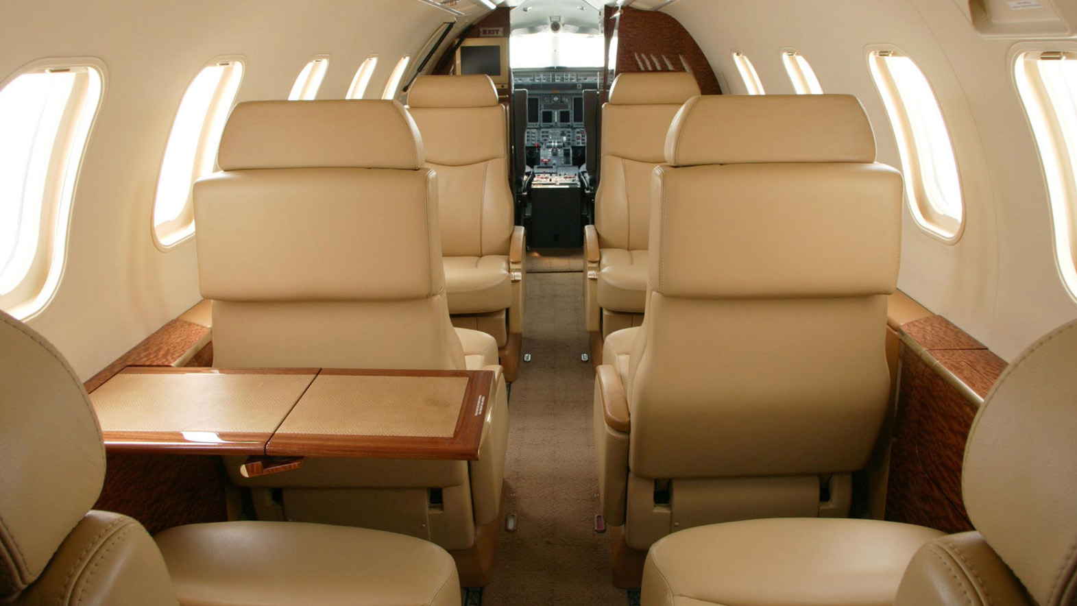 Interior of BOMBARDIER LEARJET 35 36