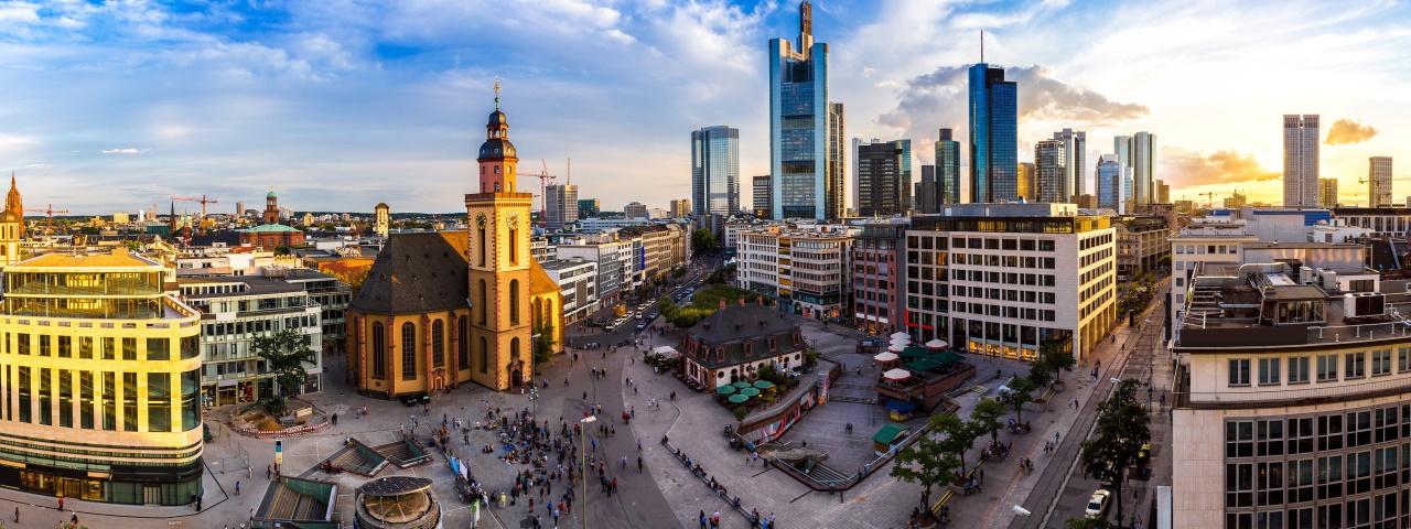 Privatcharter und -flüge nach Frankfurt