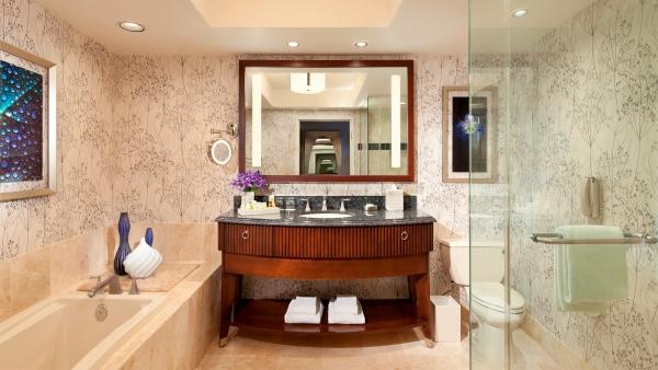 Bellagio King Room - Indigo Bathroom