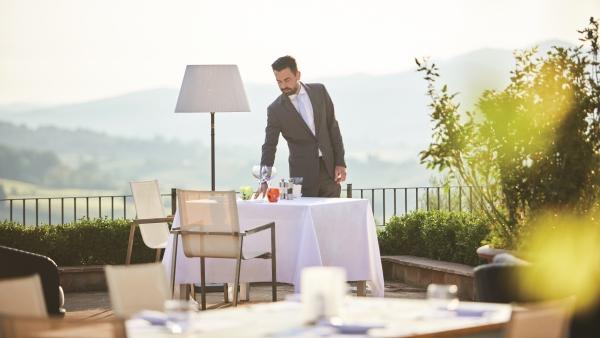 CIP's Club, outdoor dining at the Castello di Casole