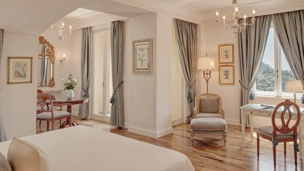 Suite bedroom at Belmond Hotel Splendido