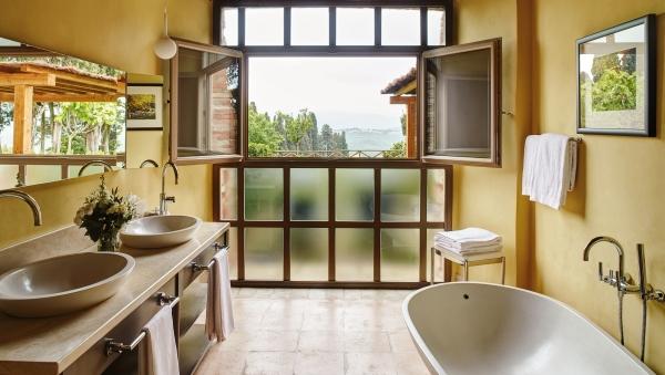 Suite bathroom at the Castello di Casole
