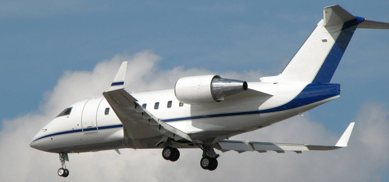 A Bombardier Challenger 600 in mid flight