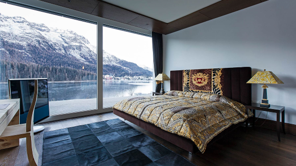 Bedroom with lake view Apartment Cotschna