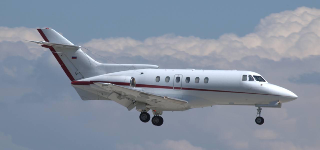A Hawker Beechcraft 700 in mid flight