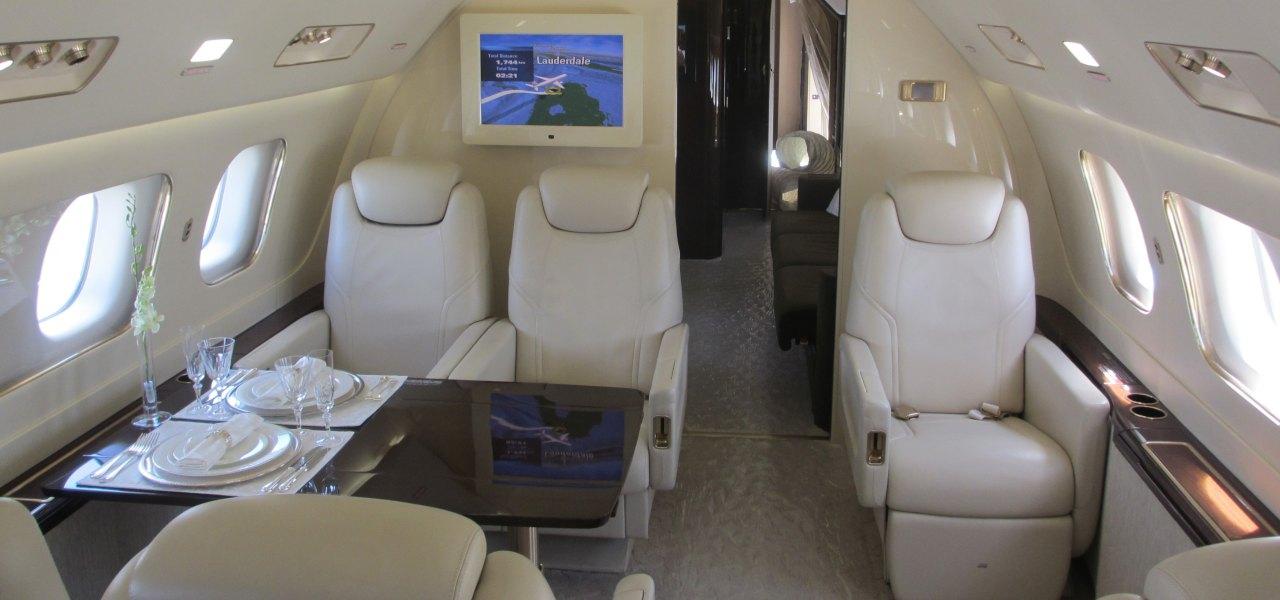 Interior del jet Embraer E190
