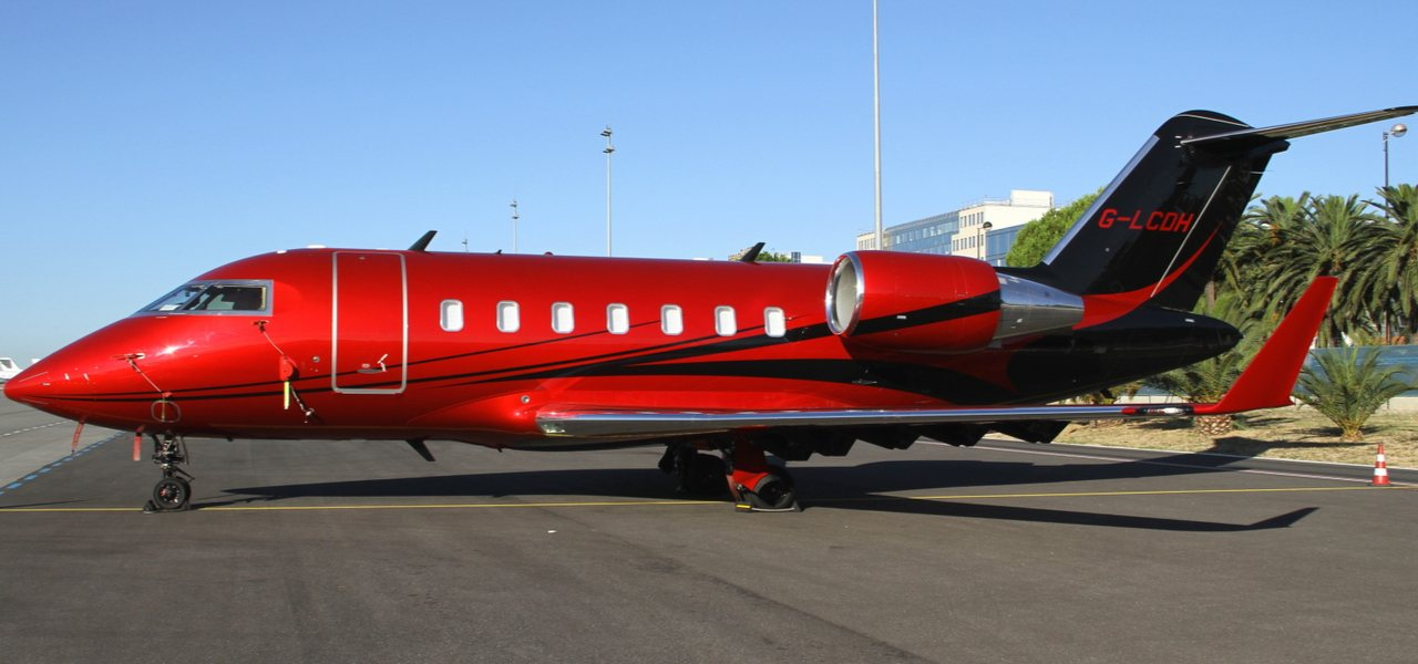 Lewis Hamilton red Challenger 605 private plane
