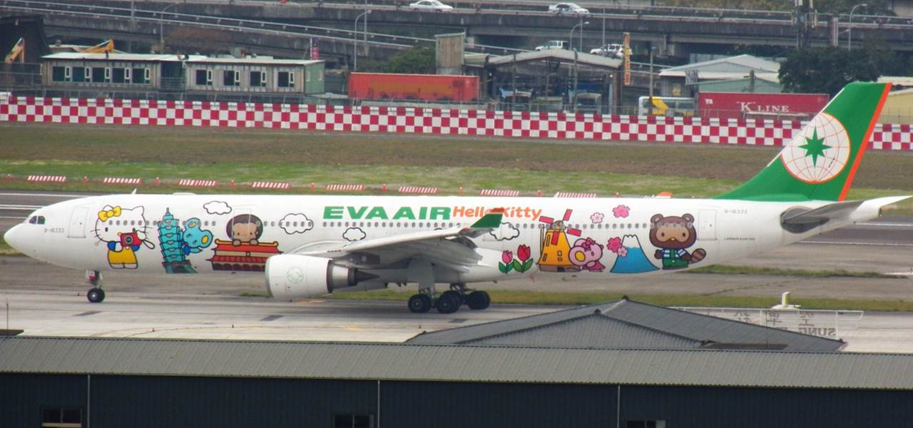 EVA Air Airbus A320 with Hello Kitty Livery