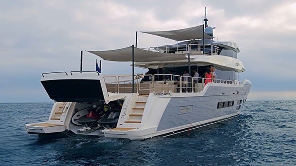 Exterior of Oceanic Yacht 90