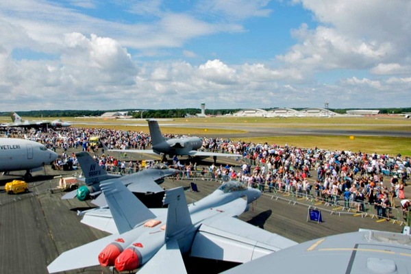 Farnborough exhibition show with airplanes and spectators