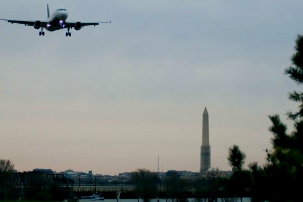Image of airplane landing in Washington DC
