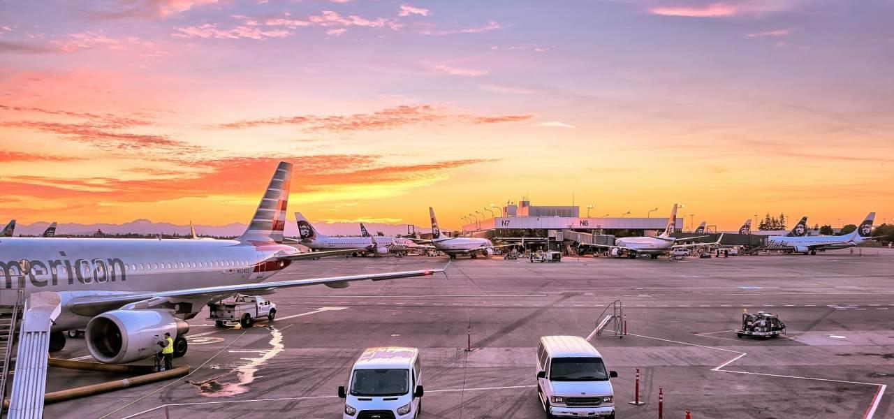 Вид на аэропорт ранним утром