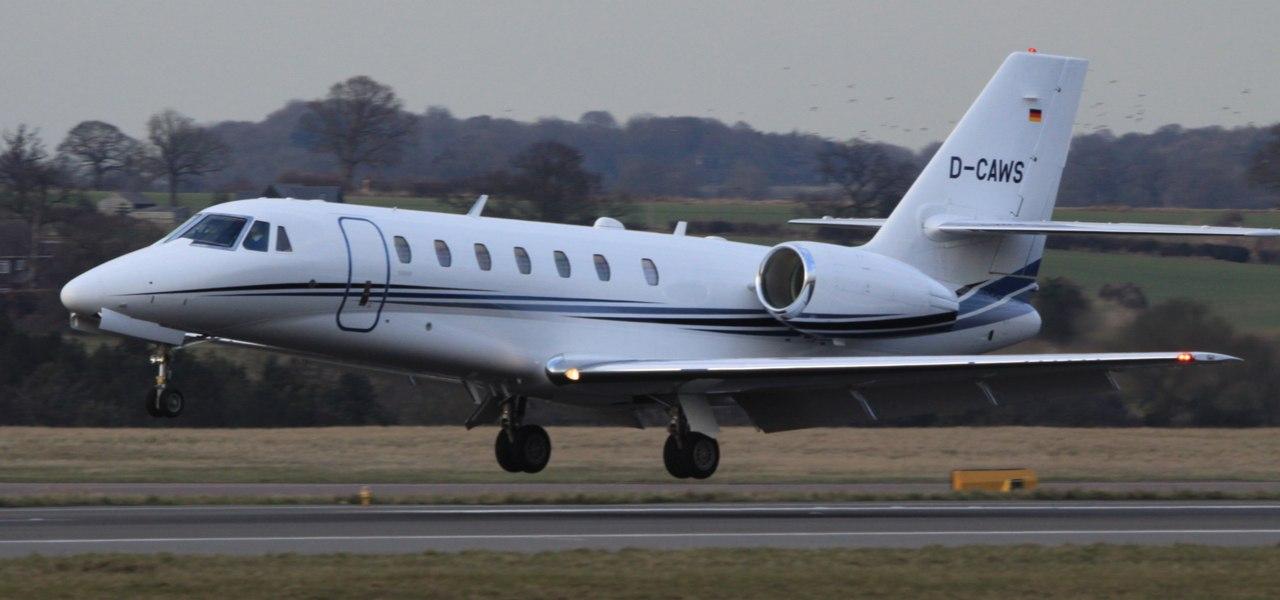 Самолет Cessna Citation Sovereign идет на взлет