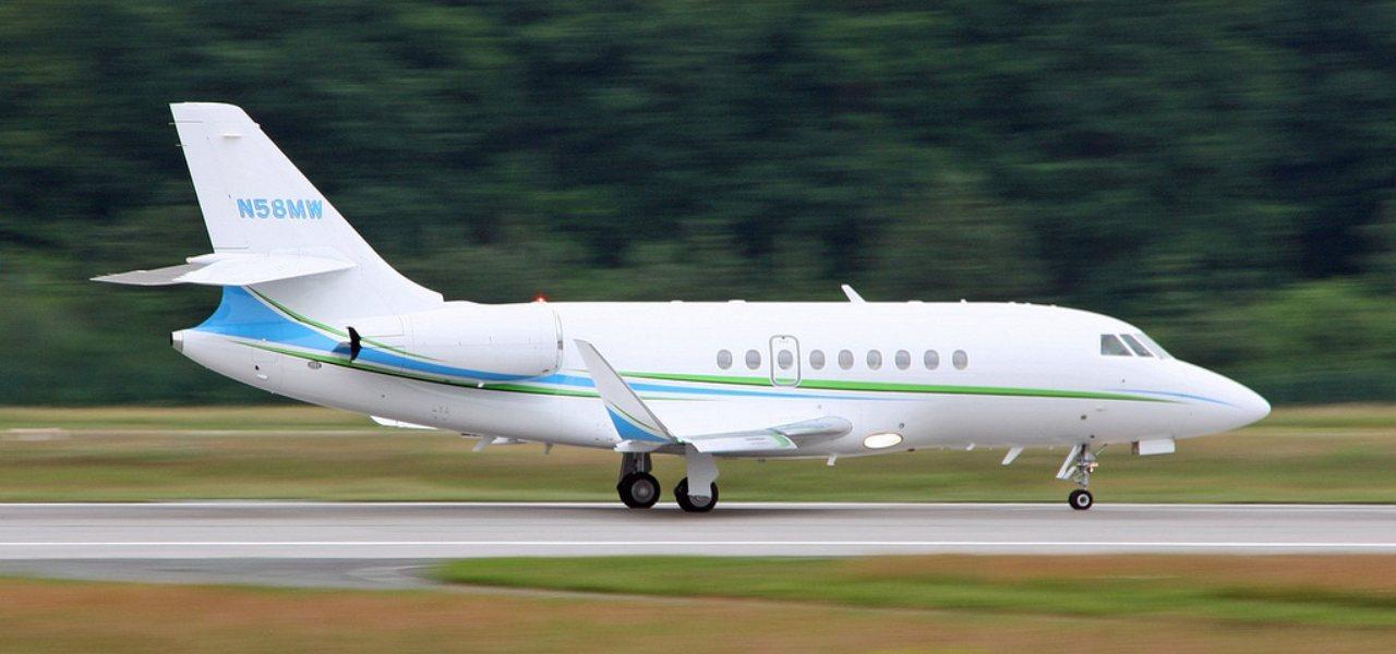 Un Dassault Falcon 2000LX sur le tarmac