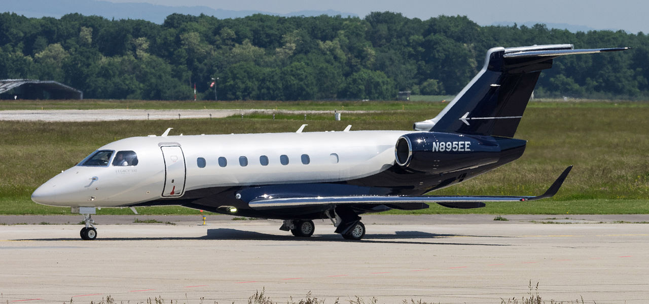 An Embraer Legacy 500 with a registration of N895EE on the runway