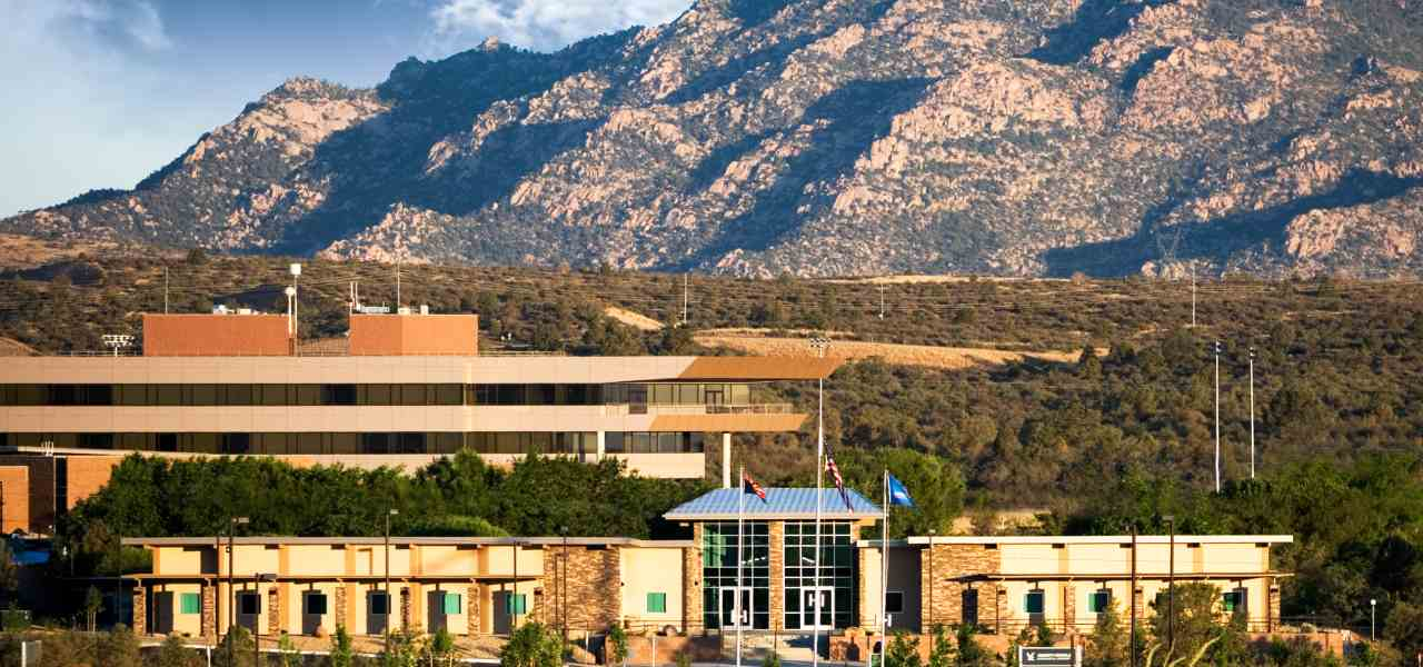 Picture of Embry-Riddle Aeronautical University with the mountains in the background.