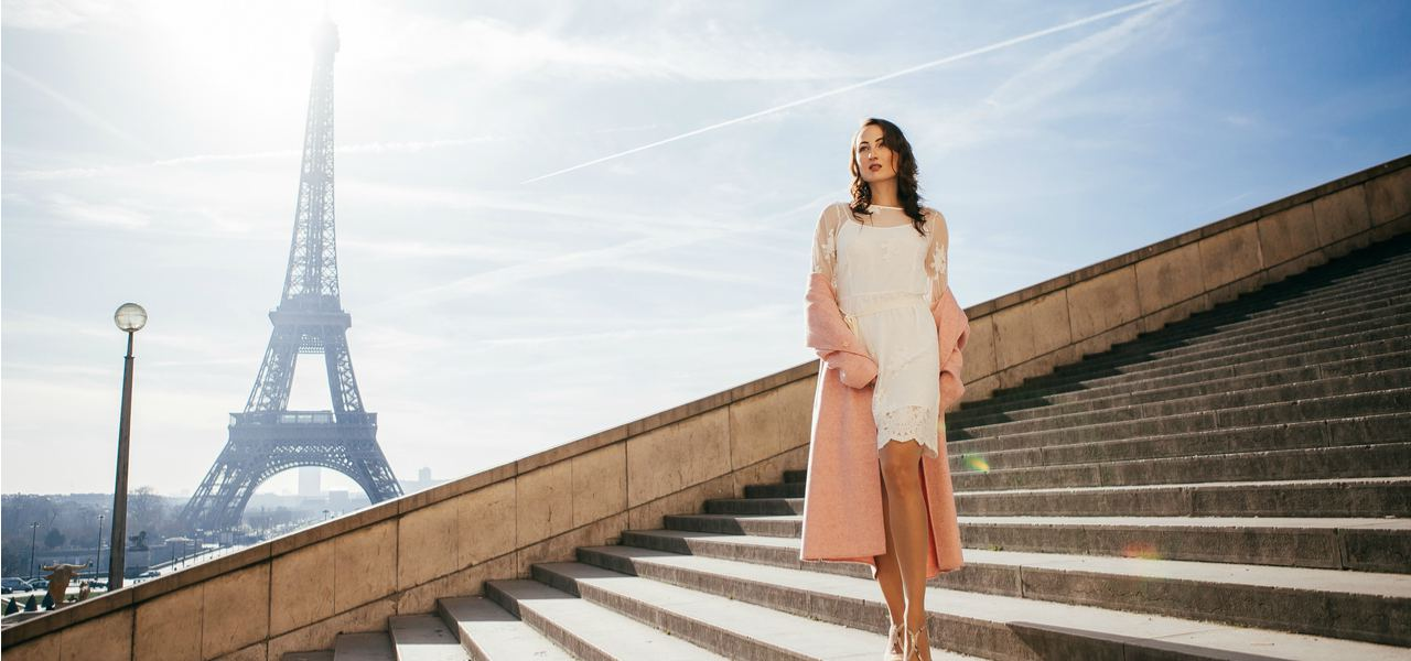 A fashionable young woman in front of the Eiffel tower