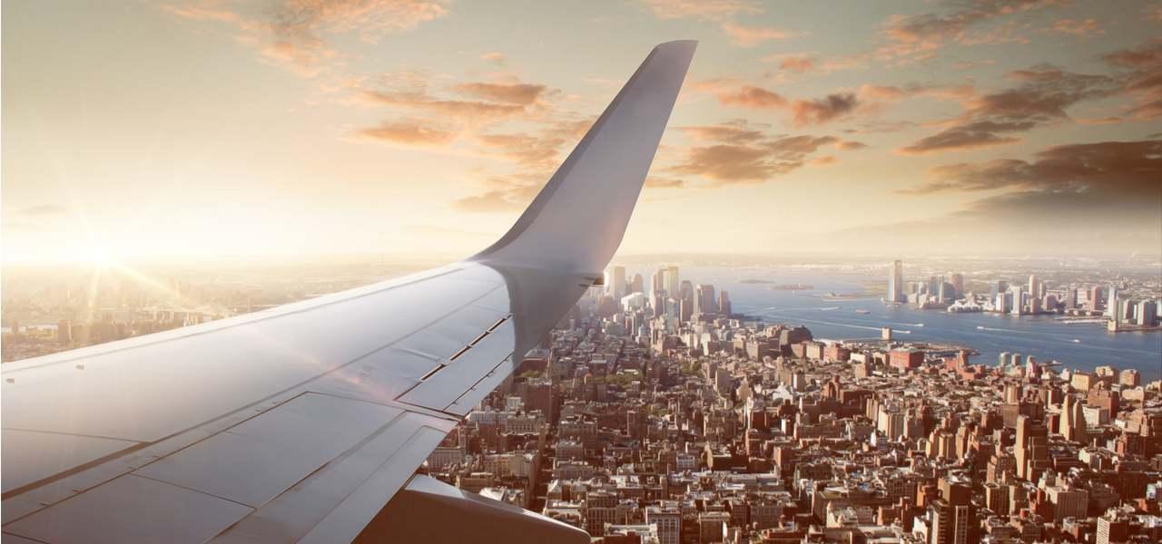 Вид на Нью-Йорк из кабины частного самолета