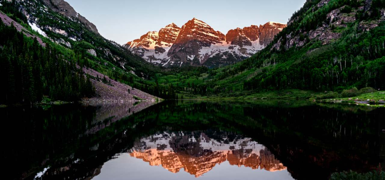 Maroon Bells in the Elk Mountains at sunrise, Aspen, Colorad