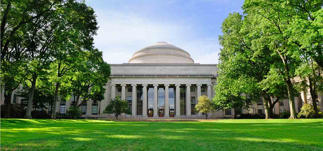 uilding 10 and Great Dome overlooking Killian Court at the Massachusetts Institute of Technology.