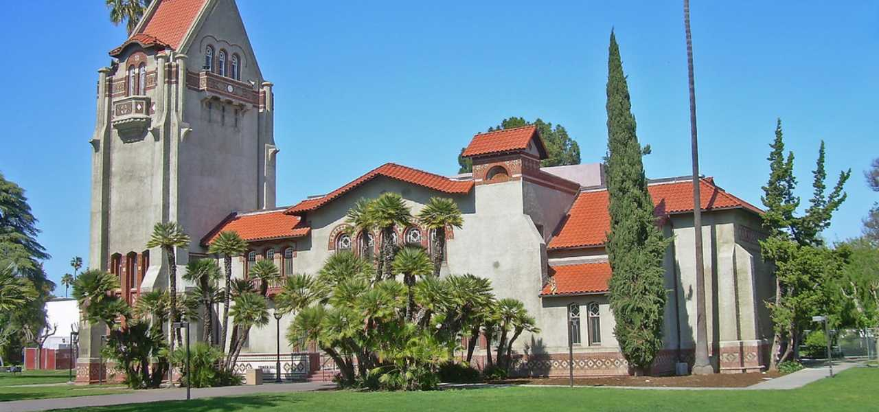 View of the tower Hall during a summer day at San José State University.