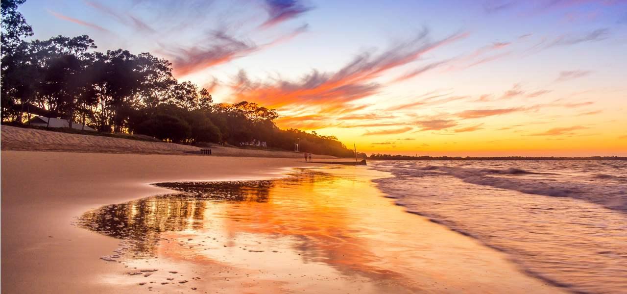 Stunning sunset on Hervey Bay beach, Queenstown, Australia