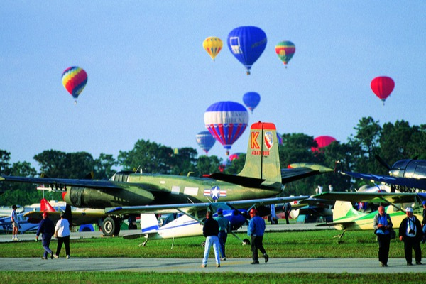 Sun'n'fly airshow event with military airplanes and hot air balloons