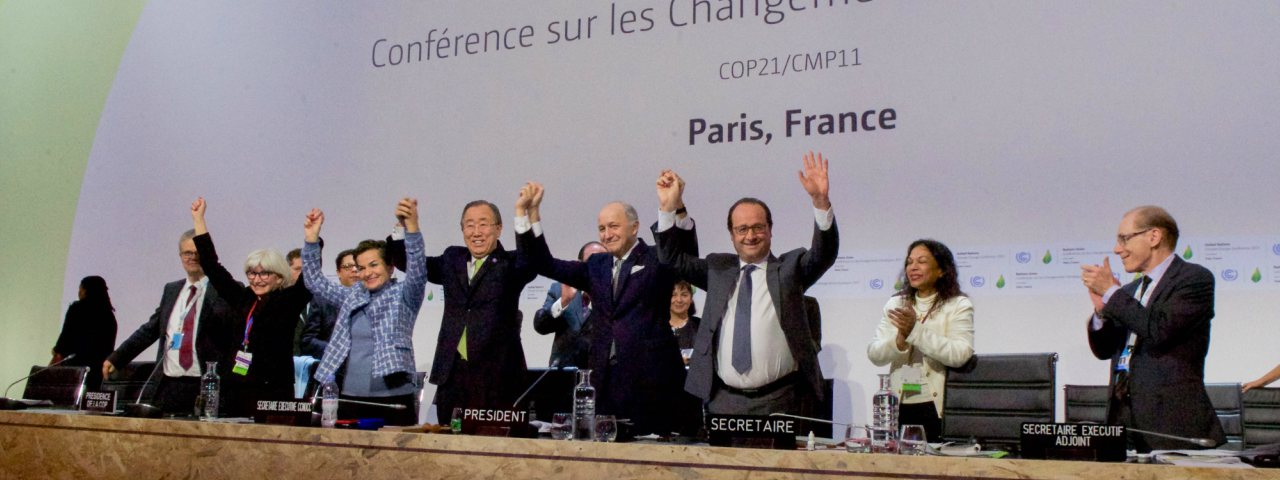 World leaders stand united holding hands at the 2015 United Nations climate change conference